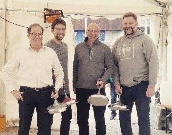 Bürgermeisterkandidaten beim Eisstockschiessen